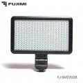 Универсальный светодиодный осветитель Fujimi FJ-SMD300B на SMD диодах