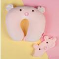 Антистресс-подголовник HUANGGANG JIAZHI TEXTILEк Розовый поросёнок с маской для сна