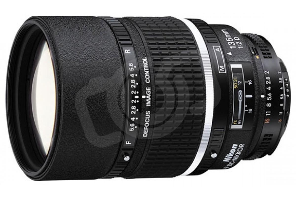 Nikon 135mm f/2D AF DC-Nikkor (