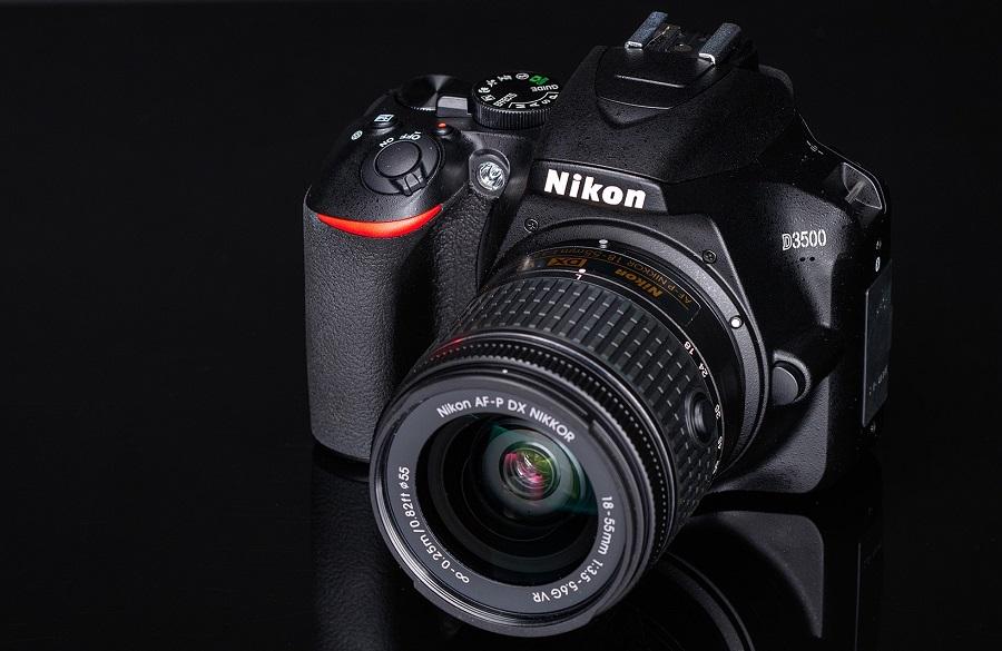 Подходящий старт для начинающих фотографов: Nikon D3500 с объективом 18-55 VR AF-P