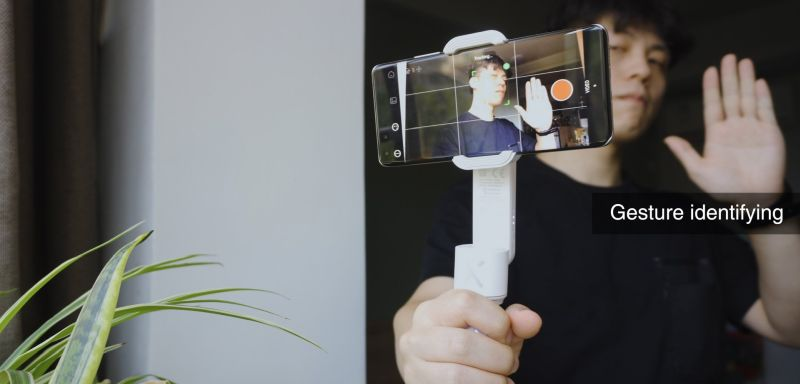 Zhiyun Smooth X — селфи-палка и подвес в одном устройстве