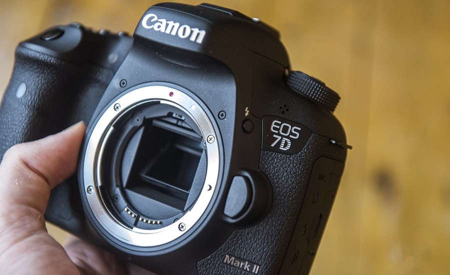 131682-cameras-review-canon-eos-7d-mark-ii-review-image2-nHfSB3CLGb.jpg
