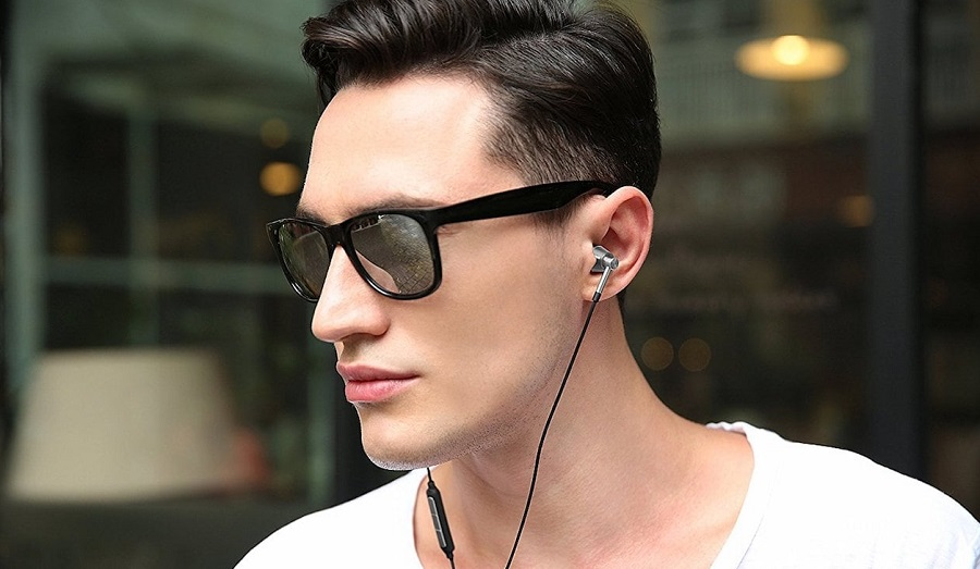 1More-Triple-Driver-Lightning-In-Ear-Headphones-03.jpg