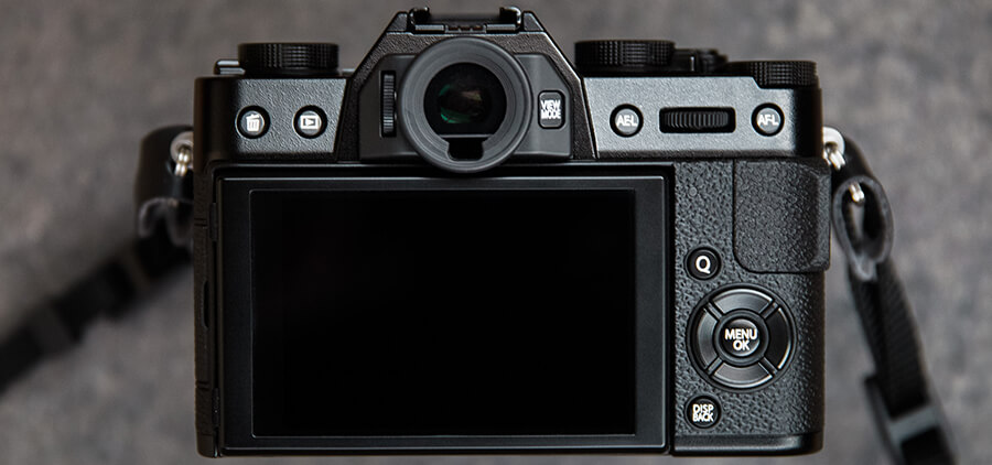 Fuji-X-T20-review-product-holly-v3-2.jpg